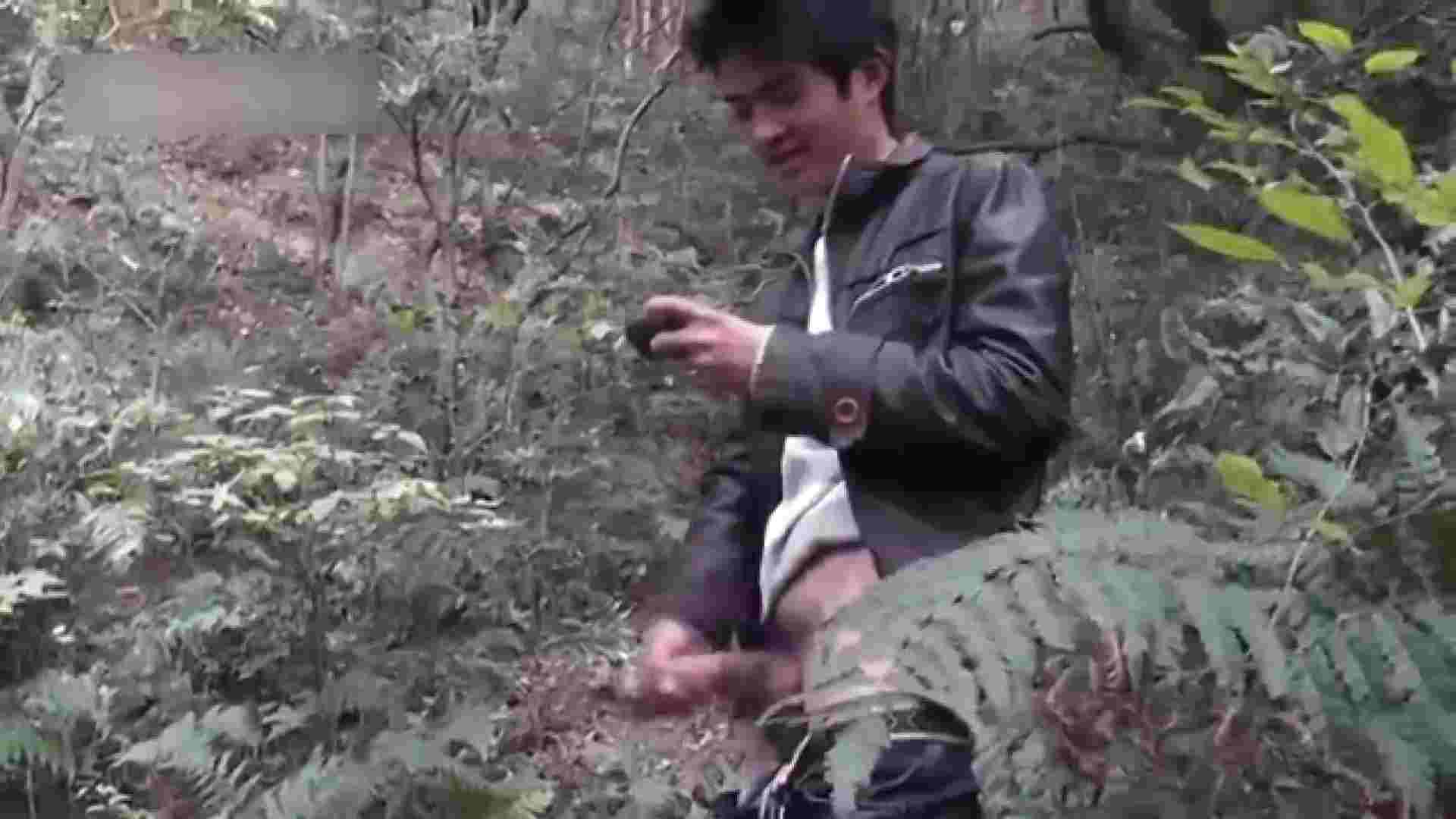 草原の中のオナニー ゲイのオナニー映像  69枚 44