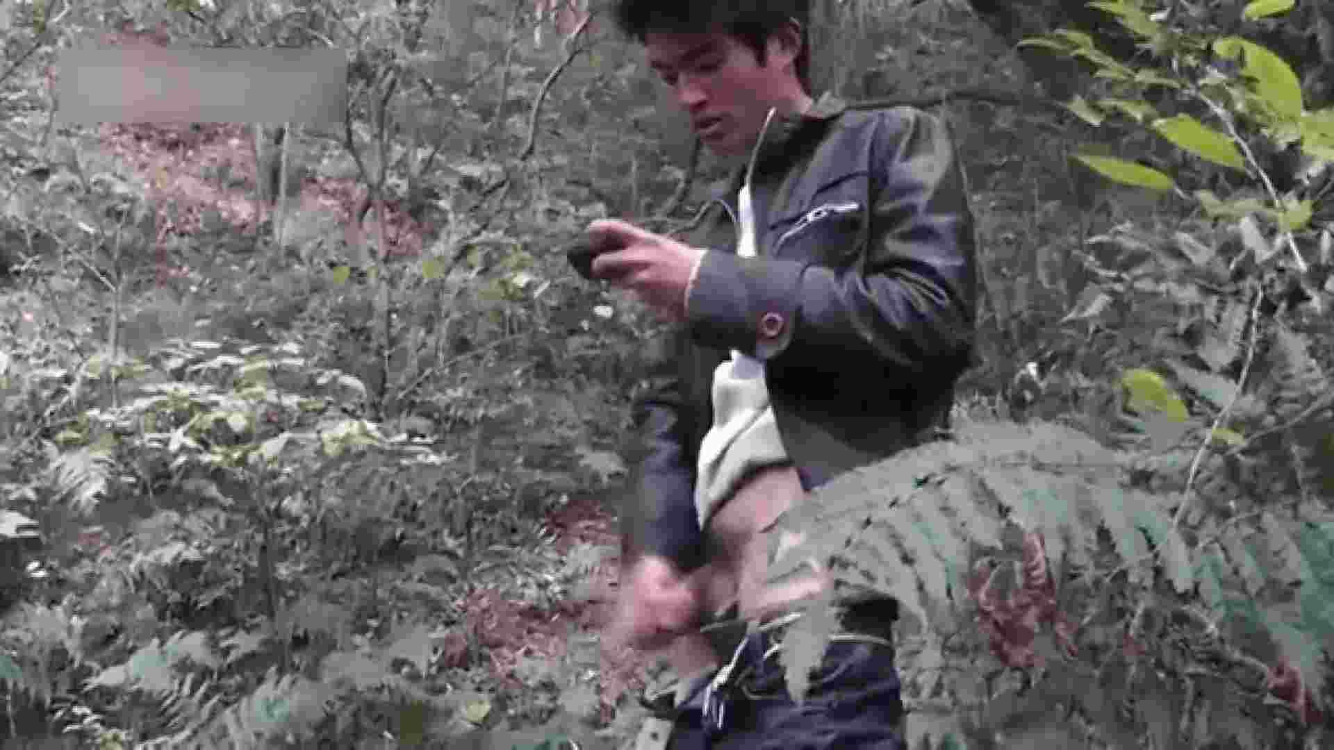 草原の中のオナニー ゲイのオナニー映像  69枚 46